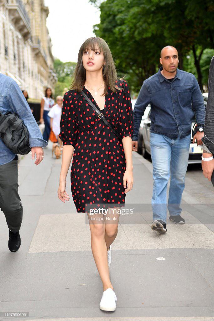 Chưa đi sự kiện, em út BLACKPINK đã khiến nhiếp ảnh gia Paris náo loạn chỉ vì... dạo phố mà như chụp tạp chí - Ảnh 5.