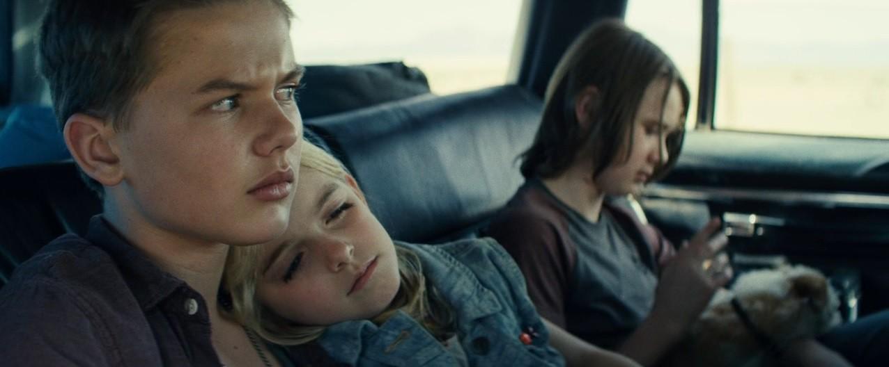 Gặp gỡ bé gái ngủ cùng Annabelle Mckenna Grace: Xinh xắn tựa thiên thần, là bạn diễn của Chris Evans - Ảnh 3.