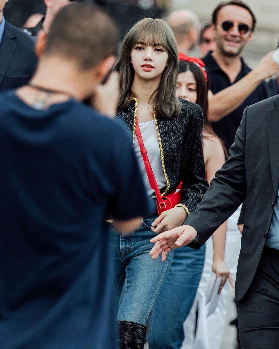 Muốn ná thở với bộ ảnh đẹp của Lisa tại sự kiện Paris: Lướt qua ống kính là thành bìa tạp chí, đôi chân mới khó tin - Ảnh 11.
