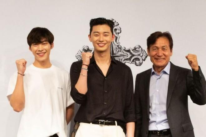 Ngán làm cameo bị gọi hồn trong Kí Sinh Trùng, Park Seo Joon làm mục sư điển trai 6 múi nhất màn ảnh Hàn - Ảnh 2.