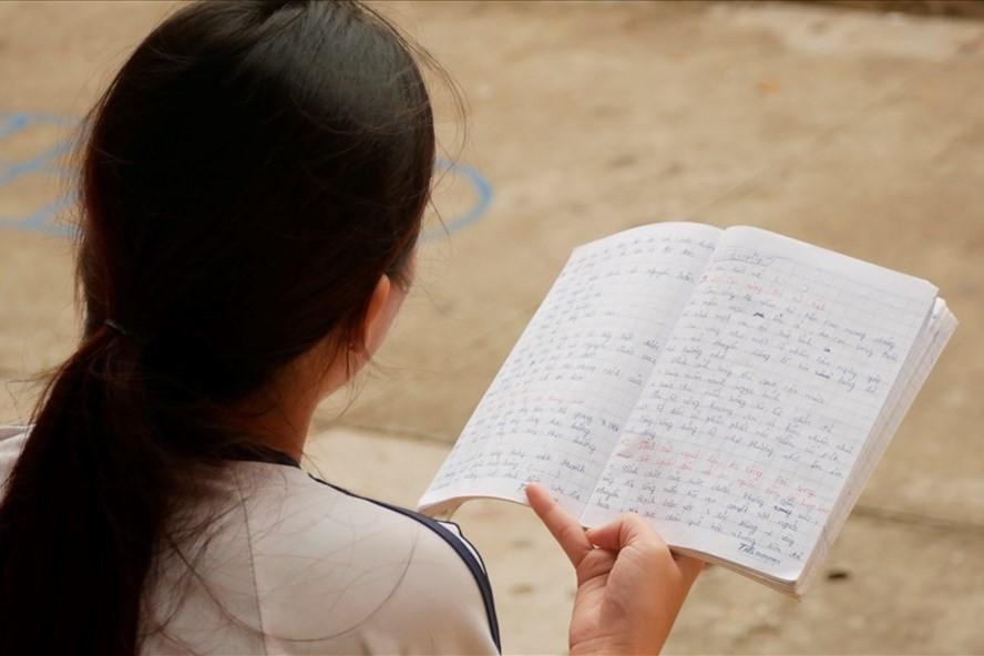 Nữ sinh thi THPT quốc gia bị nhầm tên, thầy cô phải nhờ đò chuyển gấp giấy khai sinh - Ảnh 1.