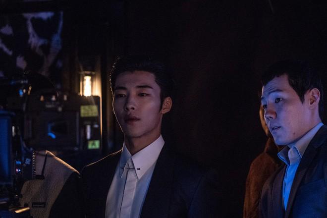 Ngán làm cameo bị gọi hồn trong Kí Sinh Trùng, Park Seo Joon làm mục sư điển trai 6 múi nhất màn ảnh Hàn - Ảnh 11.