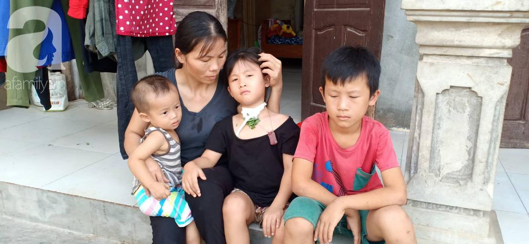 Tâm sự xót xa của bé gái 13 tuổi bị ung thư xương: Em con bị bướu cổ, con cưa chân rồi sao chăm sóc được em - Ảnh 4.
