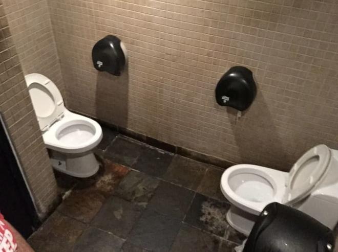 Thiết kế siêu thảm họa của các WC này khiến bạn tự nhủ thà nhịn còn hơn - Ảnh 7.