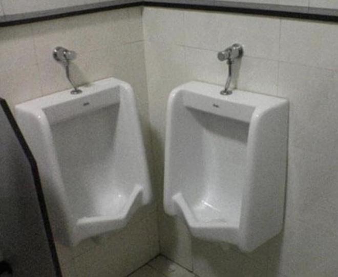 Thiết kế siêu thảm họa của các WC này khiến bạn tự nhủ thà nhịn còn hơn - Ảnh 8.