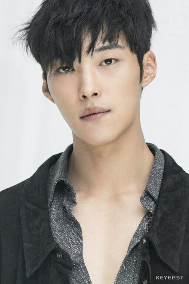 Ngán làm cameo bị gọi hồn trong Kí Sinh Trùng, Park Seo Joon làm mục sư điển trai 6 múi nhất màn ảnh Hàn - Ảnh 7.