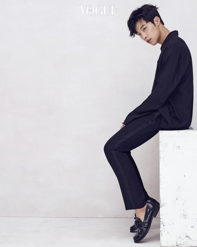 Ngán làm cameo bị gọi hồn trong Kí Sinh Trùng, Park Seo Joon làm mục sư điển trai 6 múi nhất màn ảnh Hàn - Ảnh 9.