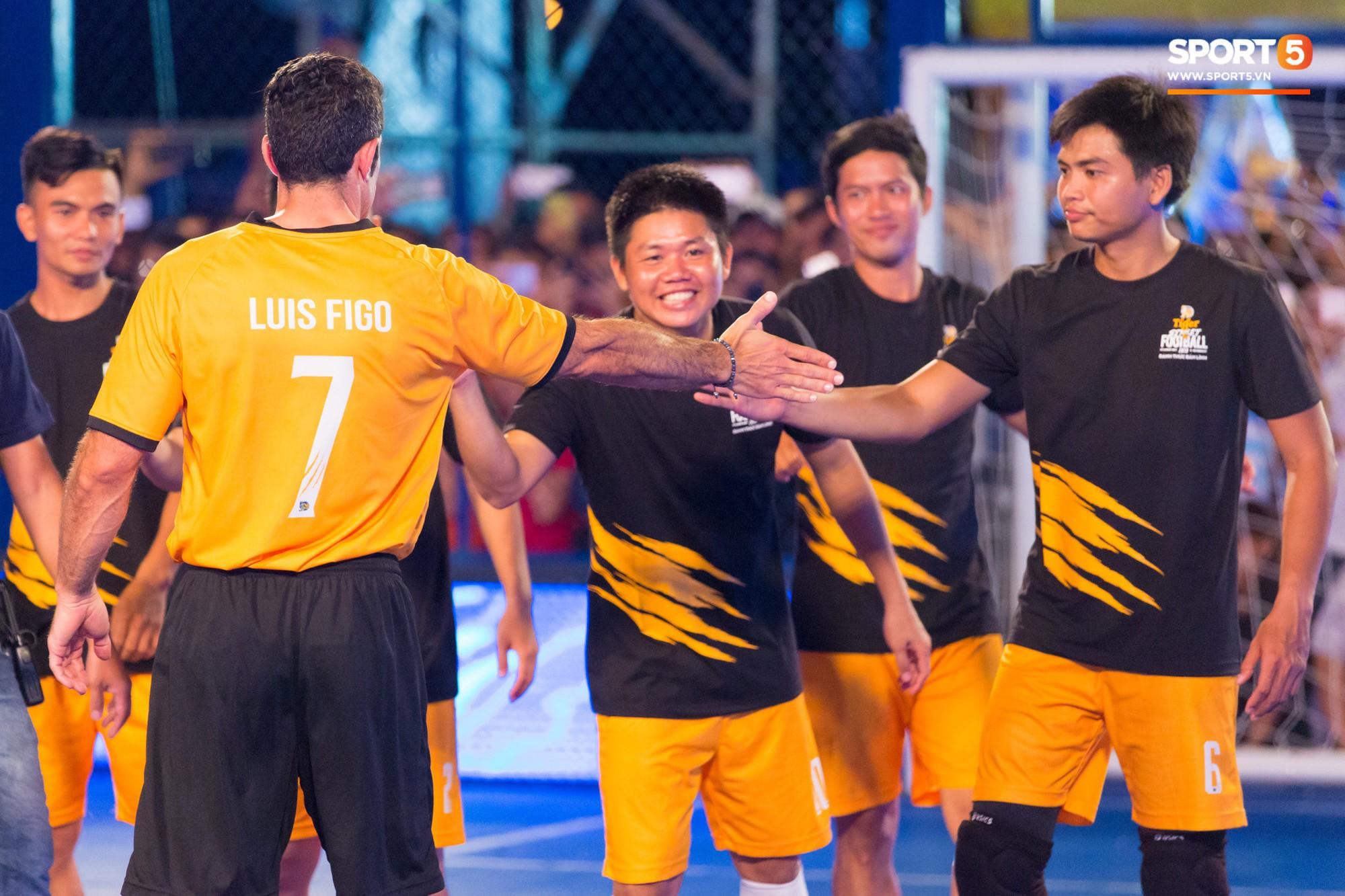 Phát sốt với khoảnh khắc huyền thoại bóng đá thế giới bày trò trêu khiến Lâm Tây cười như được mùa - Ảnh 9.