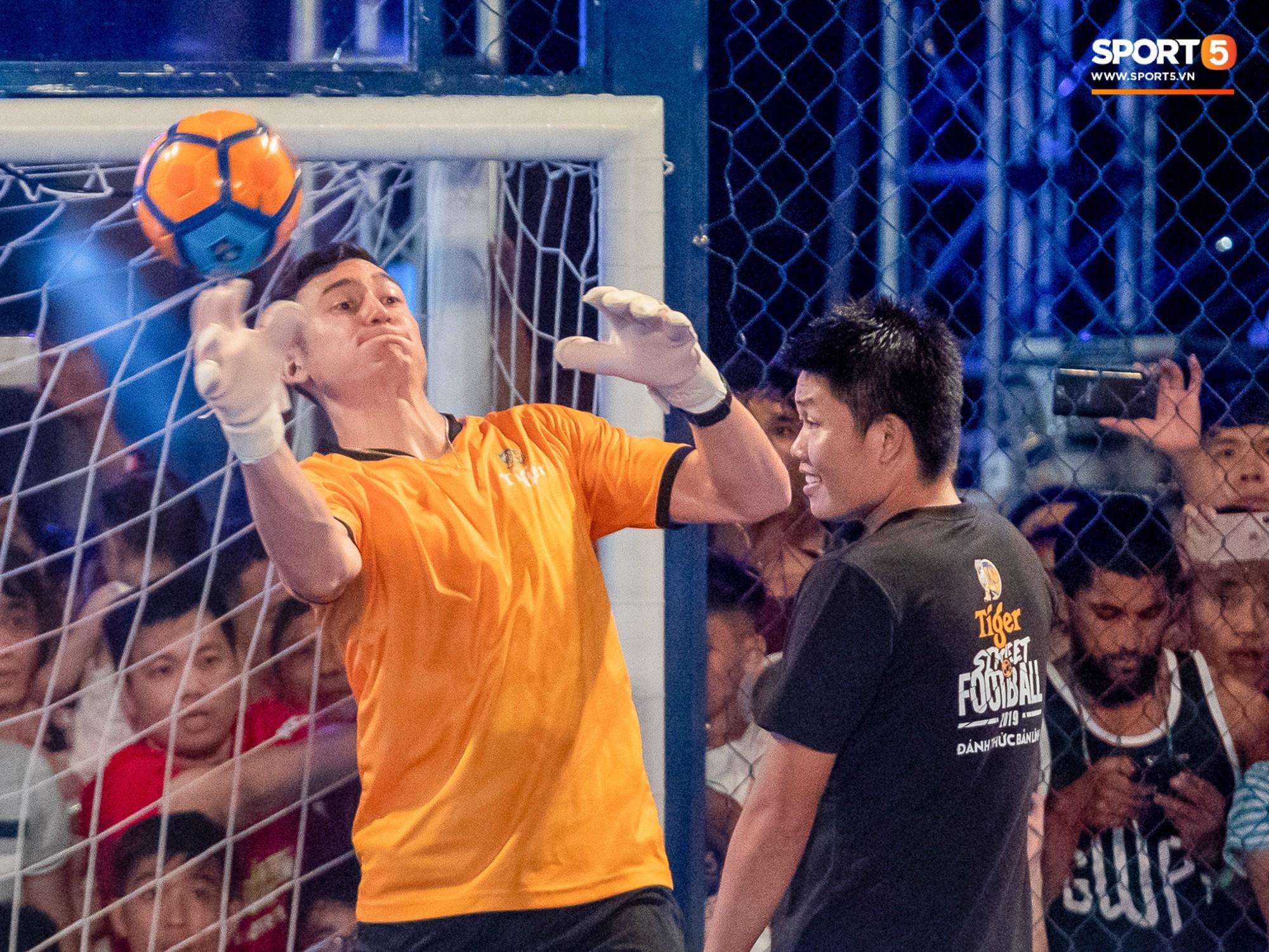 Phát sốt với khoảnh khắc huyền thoại bóng đá thế giới bày trò trêu khiến Lâm Tây cười như được mùa - Ảnh 8.