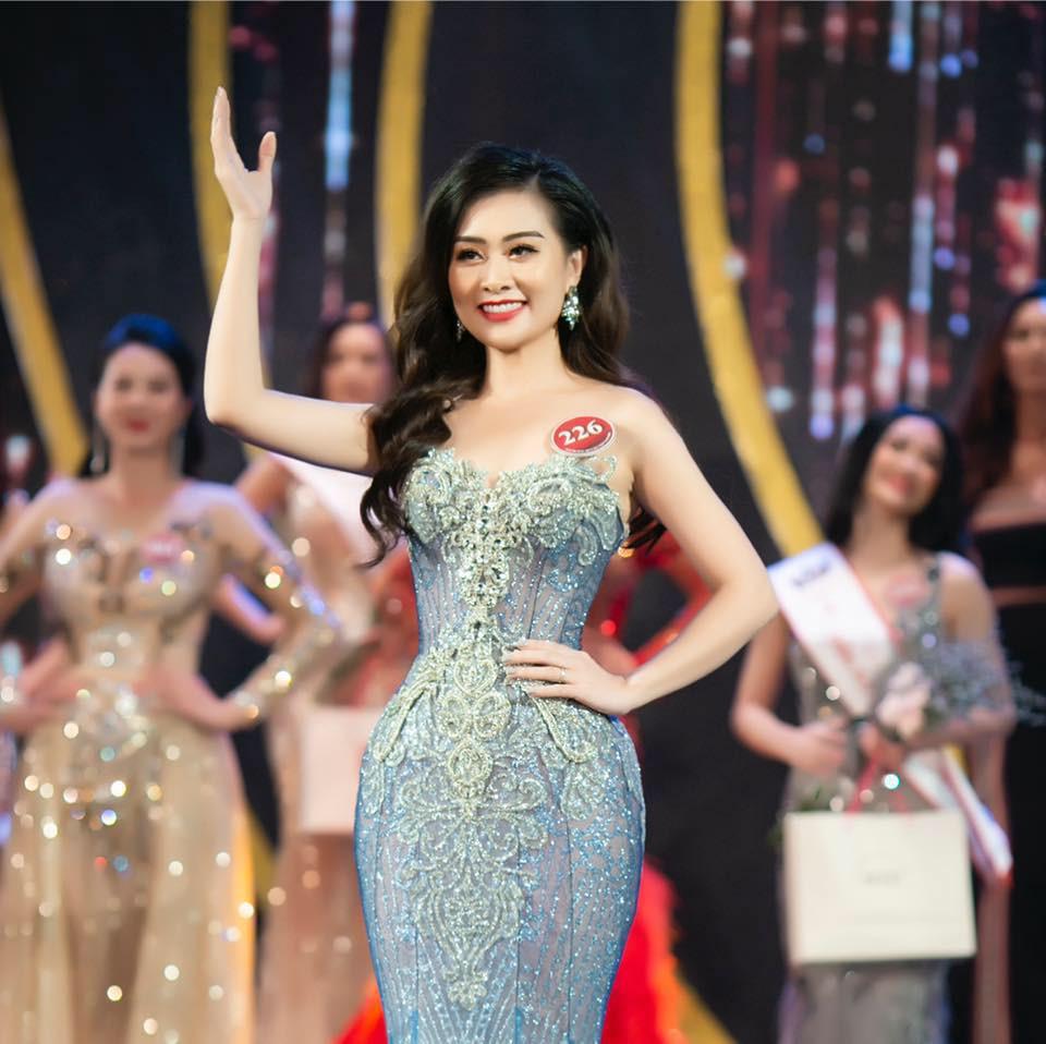 Nữ giám thị xinh đẹp gây chú ý tại điểm thi THPT Quốc gia ở Nghệ An, profile khủng của cô càng khiến mọi người kinh ngạc - Ảnh 5.