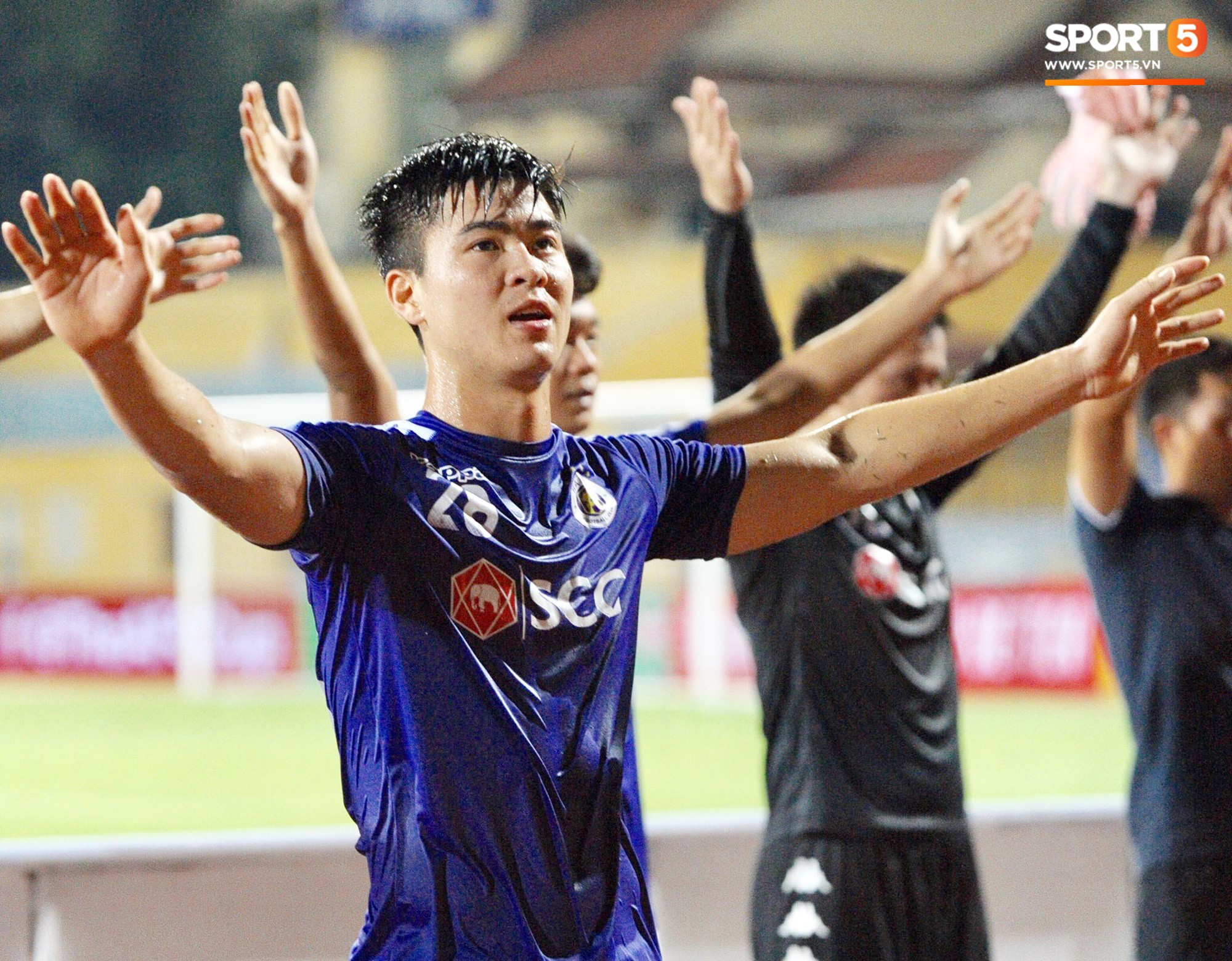 Văn Quyết gia nhập CLB 100 trong ngày Hà Nội FC tạo nên lịch sử ở đấu trường châu lục - Ảnh 10.