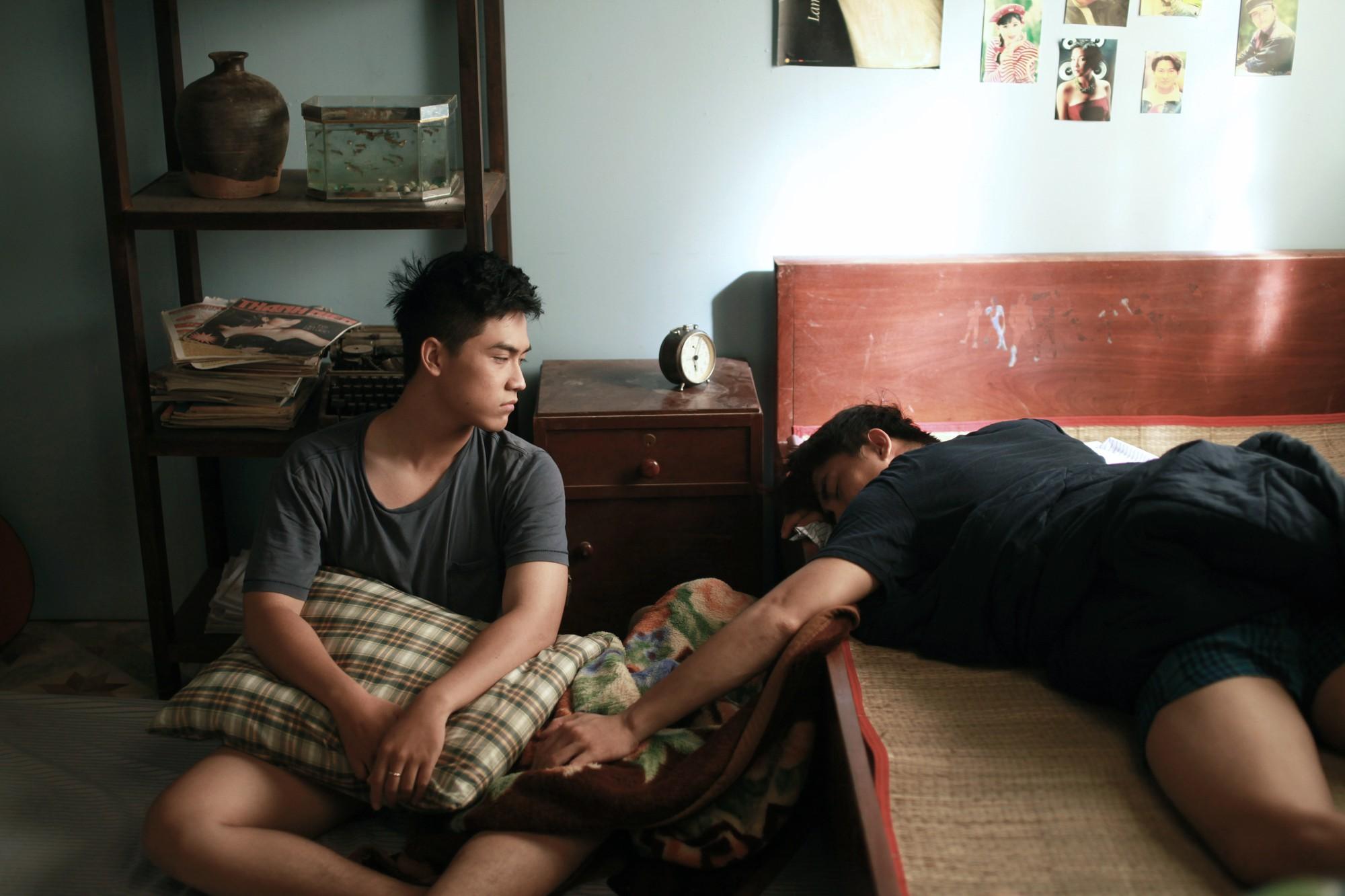 Hoàng thượng của Chipu bất ngờ comeout, cuồng nhiệt hôn trai đẹp trong trailer Thưa Mẹ Con Đi - Ảnh 4.
