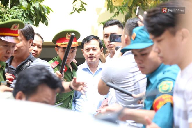 Tòa trả hồ sơ, yêu cầu điều tra bổ sung vụ ông Nguyễn Hữu Linh nghi dâm ô bé gái trong thang máy - Ảnh 2.