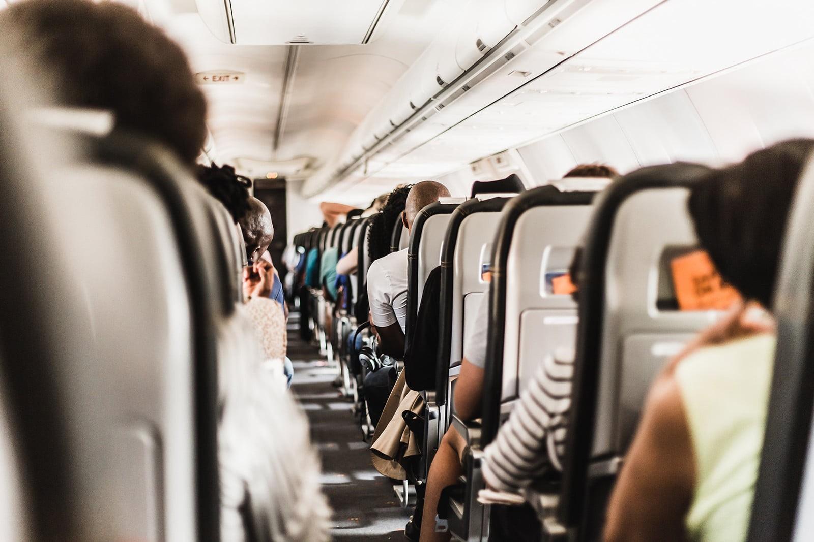 """Đi máy bay nhiều nhưng bạn có biết lý do hàng ghế 2A và 19F luôn """"đắt khách"""" nhất trong mỗi chuyến bay chưa? - Ảnh 1."""