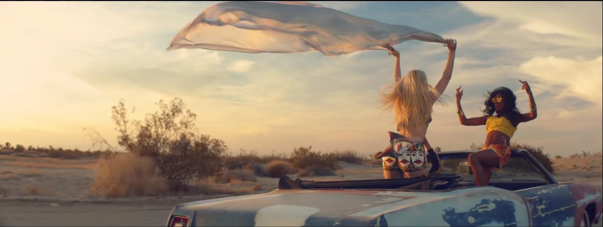 Phát hiện Sơn Tùng chơi lớn, chọn bối cảnh Ariana Grande, Lady Gaga, Beyoncé, Red Velvet... từng quay MV để thực hiện Hãy trao cho anh! - Ảnh 10.