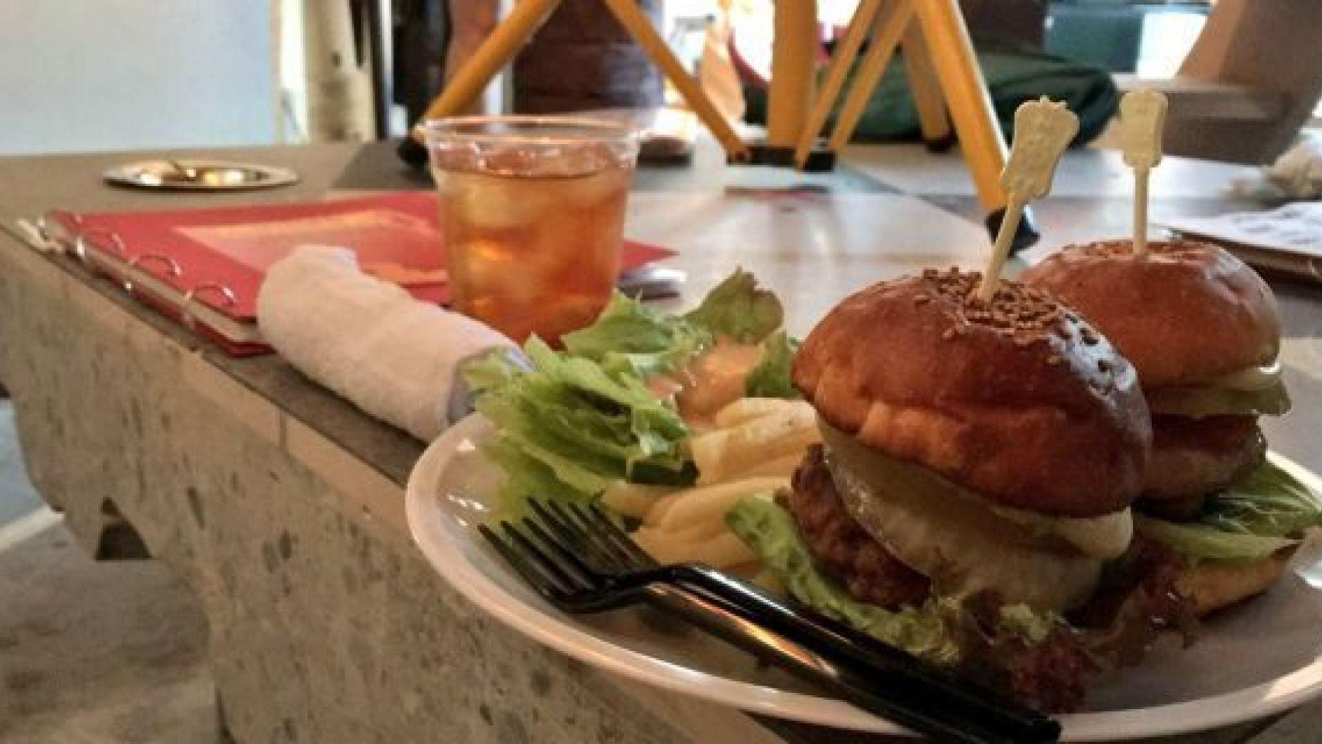 Nhà hàng chơi lớn xem mọi người có trầm trồ: phục vụ những bữa ăn cuối cùng của tử tù nổi tiếng - Ảnh 5.