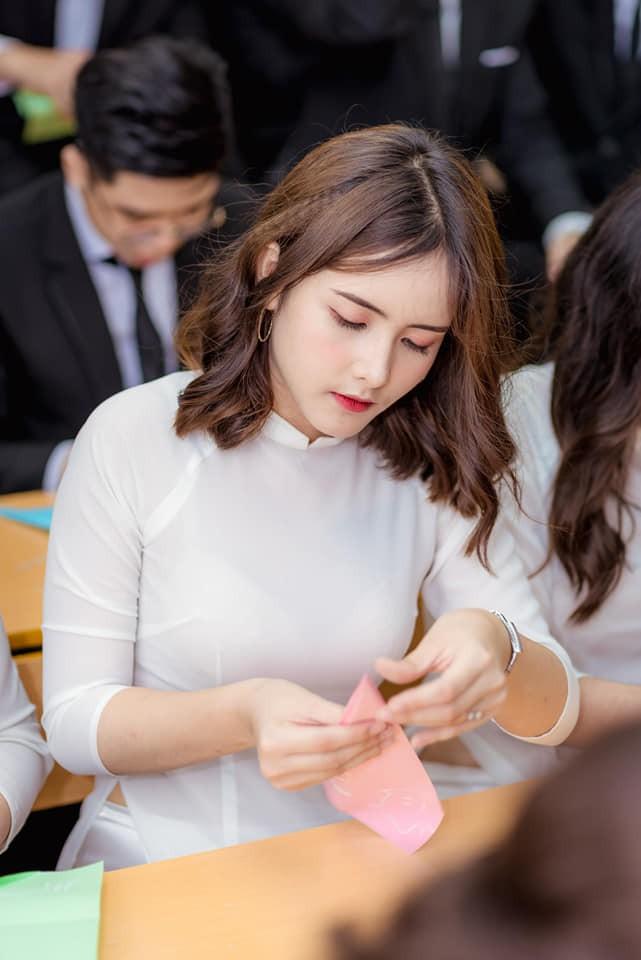 Vô tình lọt vào ống kính phóng viên tại điểm thi THPT, gái xinh liên tục nhận được câu hỏi: Idol Hàn nào đi lạc tới đây? - Ảnh 4.