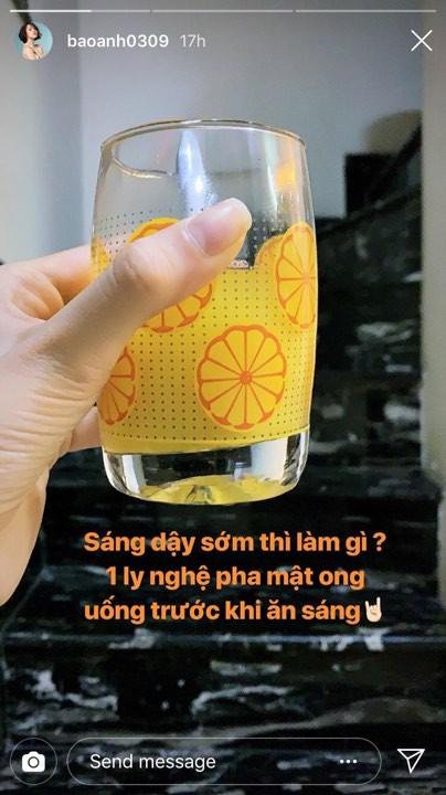 Không chạy theo nước ép cần tây, Bảo Anh lại chọn loại đồ uống này để uống trước khi ăn sáng - Ảnh 2.