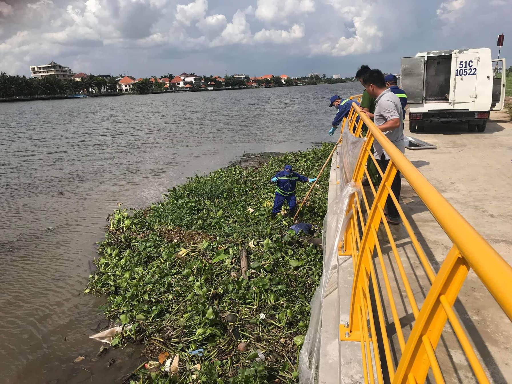 Cùng lúc phát hiện 2 thi thể nam giới trên sông Sài Gòn - Ảnh 1.