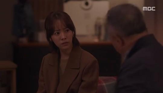 Lơ đẹp lời bố, Han Ji Min vẫn cho khán giả no thính với khoảnh khắc tình bể bình bên Jung Hae In trong tập 11 Đêm Xuân - Ảnh 2.