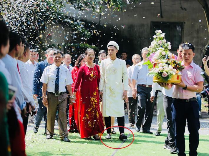 Trung vệ Bùi Tiến Dũng mặc áo dài truyền thống, chọn giày 20 triệu để đi hỏi vợ - Ảnh 7.