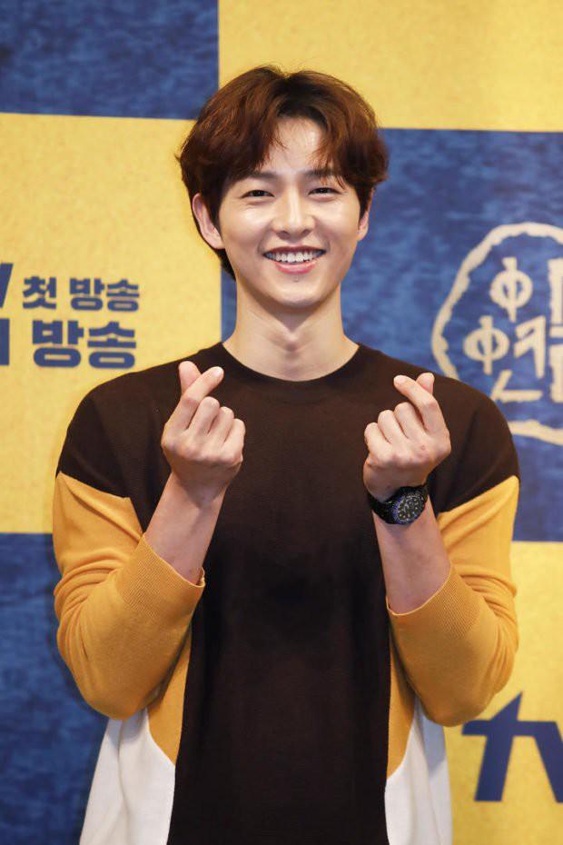 Hai lần dửng dưng từ Song Hye Kyo với bom tấn Arthdal Niên Sử Kí, thà tặng cafe đàn em lơ đẹp phim Song Joong Ki? - Ảnh 4.