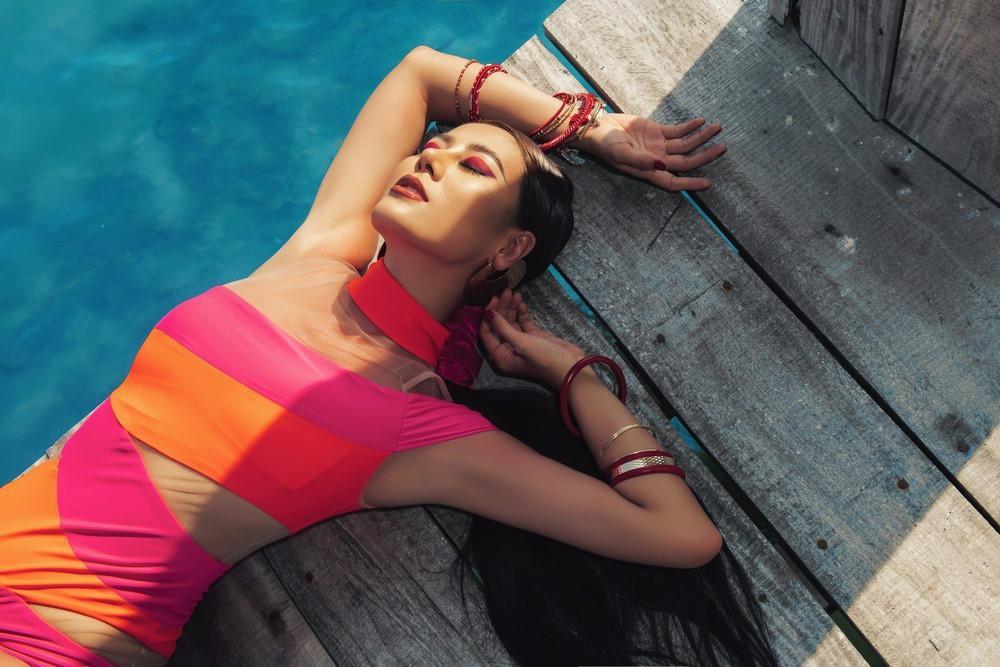 Sợ hè chưa đủ nóng nên Nam Thư lại vừa tung loạt ảnh bikini khoe dáng cực bốc lửa - Ảnh 8.