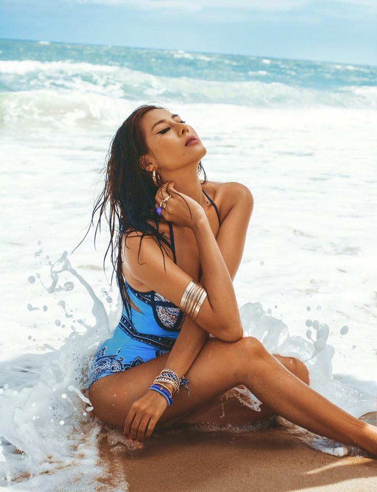Sợ hè chưa đủ nóng nên Nam Thư lại vừa tung loạt ảnh bikini khoe dáng cực bốc lửa - Ảnh 4.