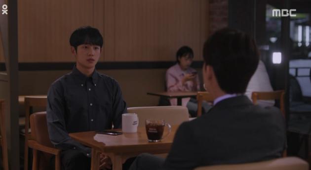 Han Ji Min đánh dấu chủ quyền lên crush Jung Hae In bằng cảnh giường chiếu trong Đêm Xuân tập 12 - Ảnh 4.