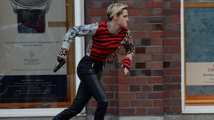 Thấy Kristen Stewart tóc dài cứ sai sai, ai ngờ chị giả lộ đánh đấm túi bụi trong trailer Charlie's Angels phiên bản remake - Ảnh 13.