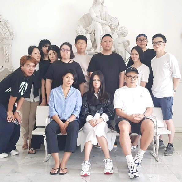 Biểu cảm đối lập bất ngờ của Song Joong Ki và Song Hye Kyo trước khi đệ đơn ly hôn: Có gì đó sai sai? - Ảnh 4.