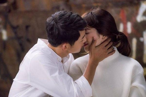 """Từng sống chết có nhau trong """"Hậu Duệ Mặt Trời"""", nay Song Hye Kyo - Song Joong Ki đã thành """"người dưng ngược lối"""" - Ảnh 11."""
