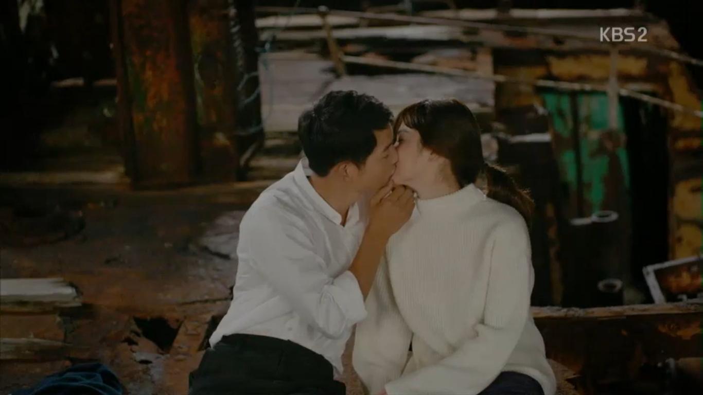 """Từng sống chết có nhau trong """"Hậu Duệ Mặt Trời"""", nay Song Hye Kyo - Song Joong Ki đã thành """"người dưng ngược lối"""" - Ảnh 12."""