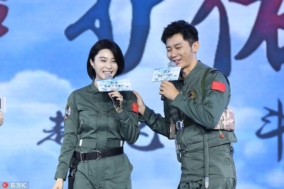 """Phạm Băng Băng – Lý Thần chia tay: Netizen tiếc nuối với loạt đồ đôi """"tình như cái bình"""" - Ảnh 16."""