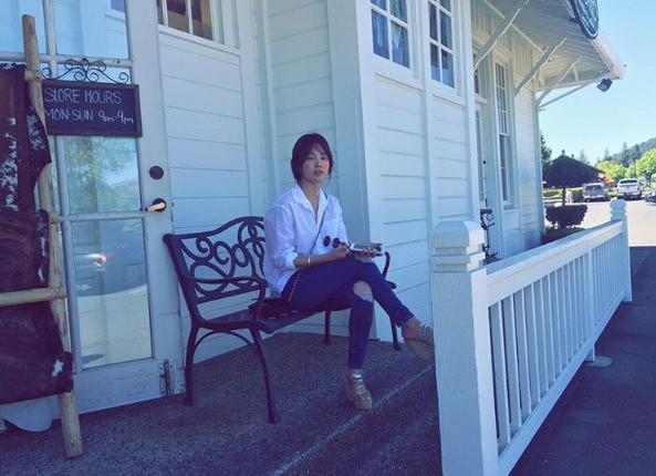 Nhìn lại những địa điểm mà cặp đôi Song - Song đã từng chụp ảnh cưới: cảnh thì vẫn vẹn nguyên như thế mà người thương đã chẳng còn ở đây nữa rồi - Ảnh 9.