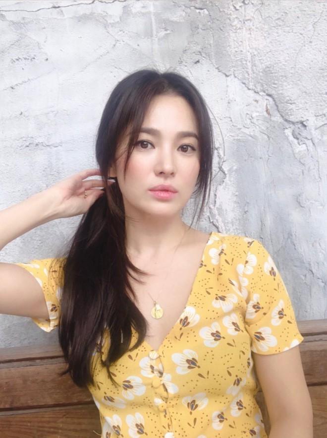 Biểu cảm đối lập bất ngờ của Song Joong Ki và Song Hye Kyo trước khi đệ đơn ly hôn: Có gì đó sai sai? - Ảnh 6.