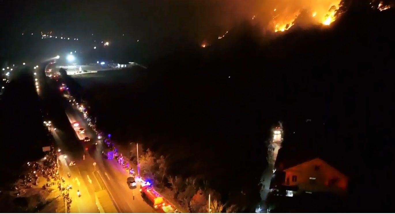 Cháy rừng kinh hoàng ở Hà Tĩnh đe doạ nhiều nhà dân, hàng trăm người nỗ lực dập lửa gần 10 tiếng đồng hồ - Ảnh 5.