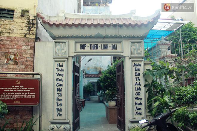Người đàn ông 14 năm thắp hương trong khu nhà đói giữa Hà Nội: Tôi trông coi đồng bào, không ai cấm được - Ảnh 3.