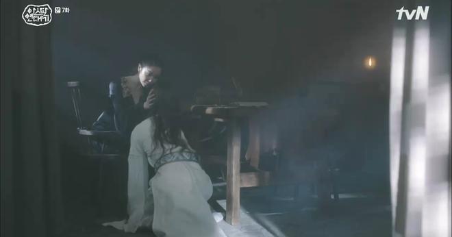 Chuyện tình Song Joong Ki trong Niên Sử Kí Arthdal nhọ không kém: Người thương bị giết hại, tiểu tam tin đồn đời thực hóa mẹ trẻ nuôi anh từ tấm bé! - Ảnh 5.