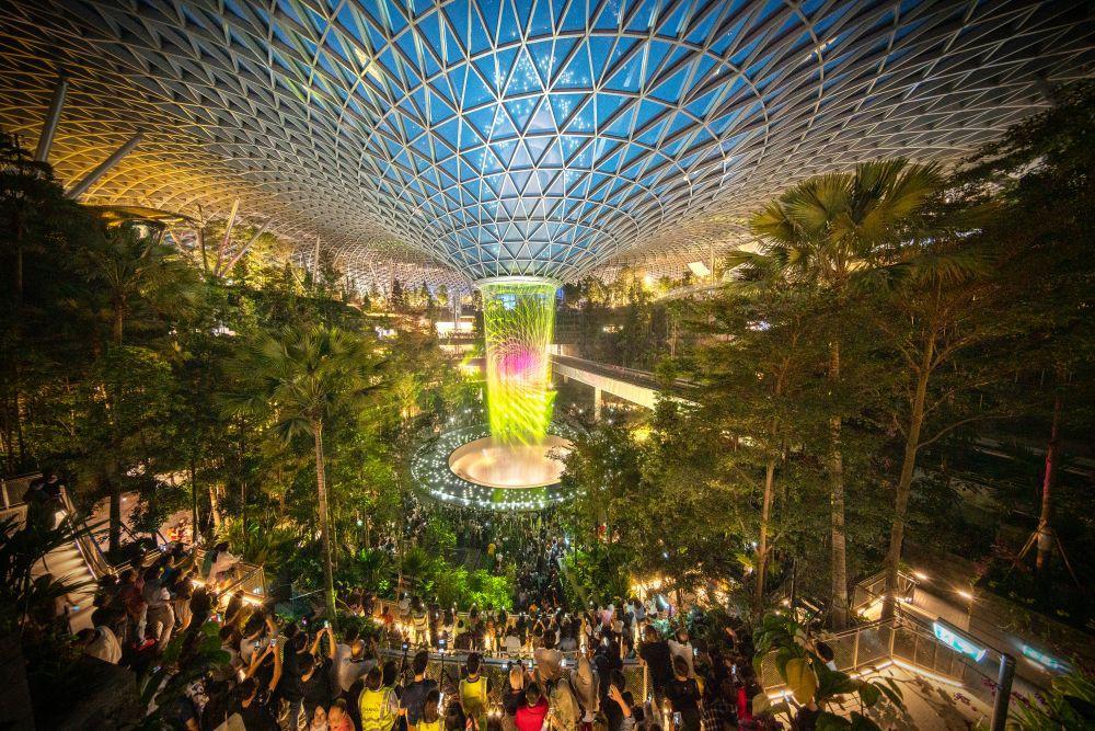 Chất lừ với Apple Store thứ 2 ở Singapore: Đặt ở sân bay mà cứ ngỡ lạc vào rừng tiên trong phim ảnh - Ảnh 2.