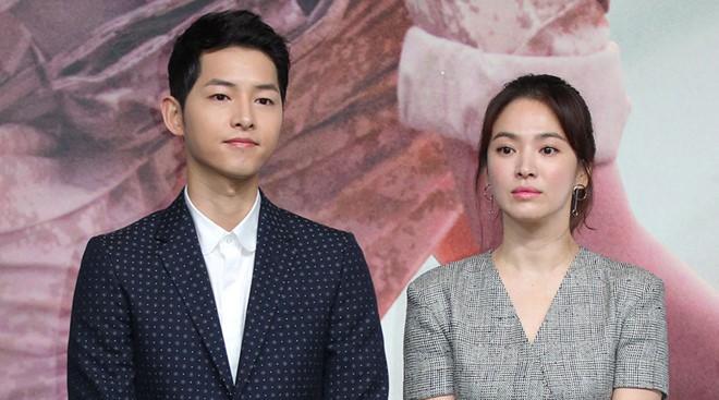 Blogger đưa tin Song Hye Kyo chủ động quyến rũ Park Bo Gum, bị Song Joong Ki bắt quả tang 2 lần qua camera giám sát - Ảnh 4.