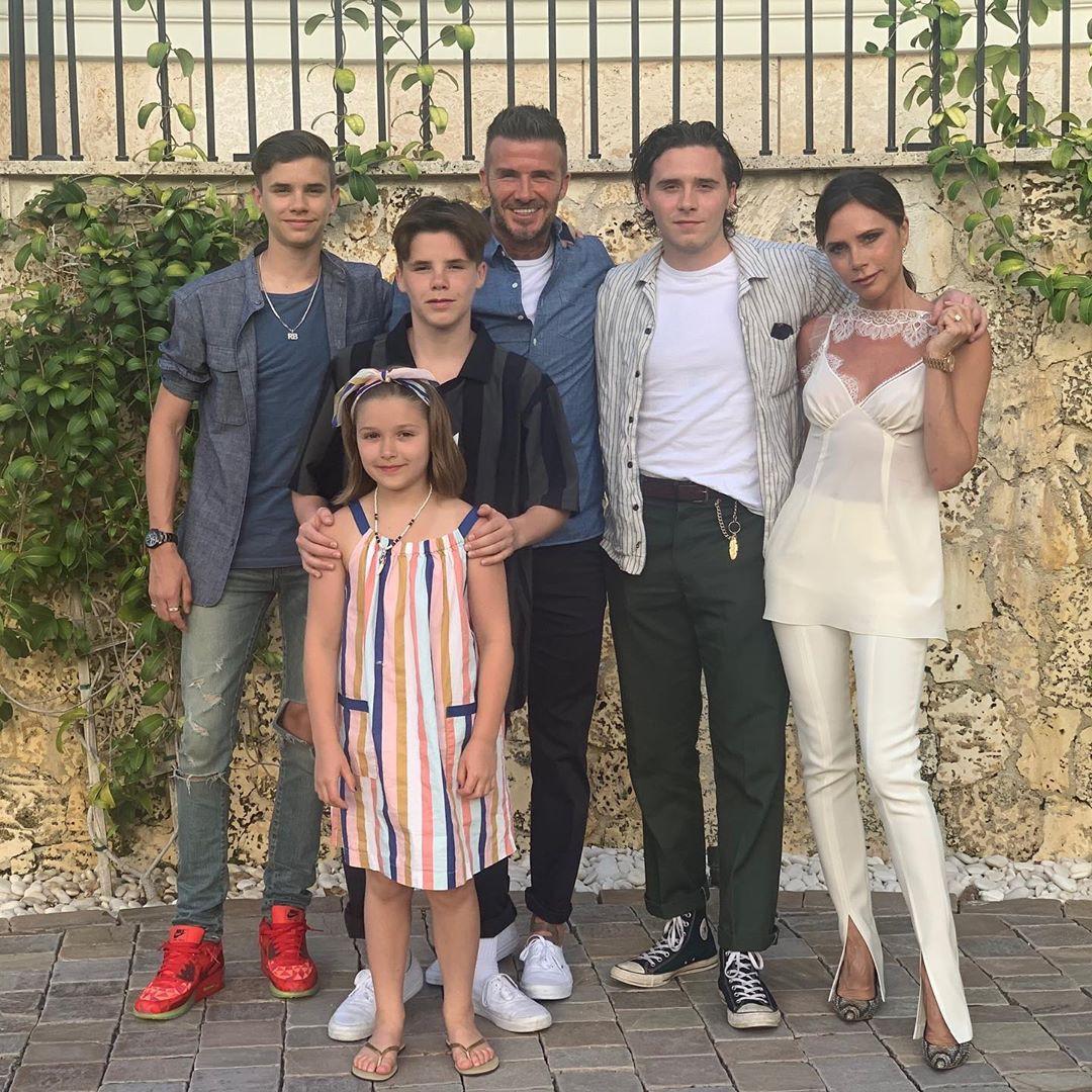 Gia đình David Beckham khoe ảnh cả nhà đi nghỉ dưỡng, nụ hôn ngọt ngào giữa Harper và bố gây chú ý - Ảnh 2.