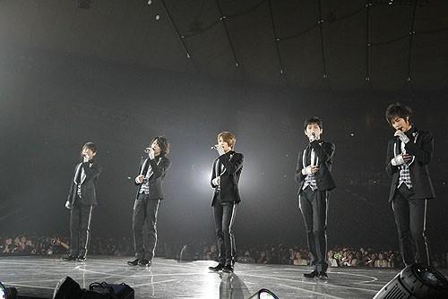 """Những lý do khiến dàn idol """"non xanh"""" phải cúi mình ngả nón trước màn solo của lão đại Kpop Yunho (DBSK) - Ảnh 4."""