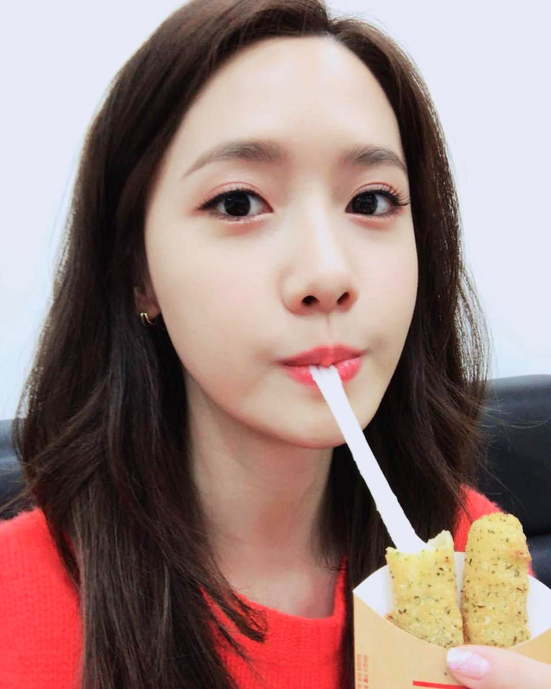 """Đẹp tự nhiên cỡ """"nữ thần"""" như Yoona cũng phải nghiêm túc chăm sóc da dẻ mỗi ngày với 4 tips sau - Ảnh 4."""