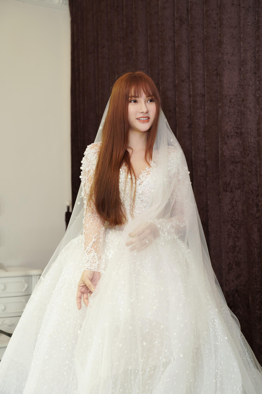 Thu Thủy chọn váy cưới rộng, khéo léo che chắn vòng 2 giữa tin đồn cưới chạy bầu - Ảnh 3.