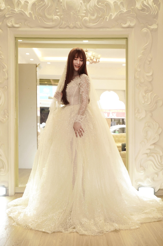 Thu Thủy chọn váy cưới rộng, khéo léo che chắn vòng 2 giữa tin đồn cưới chạy bầu - Ảnh 2.