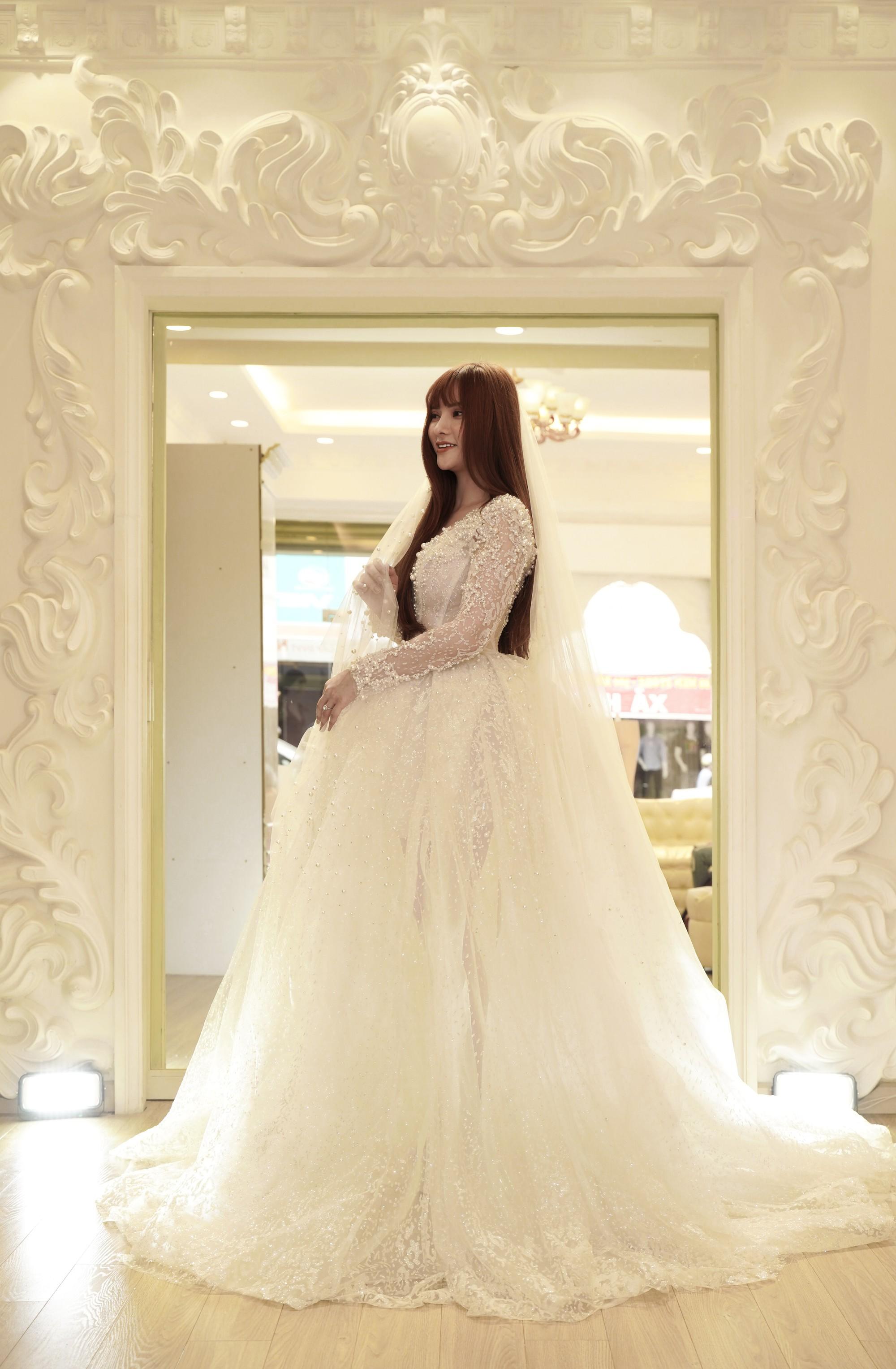 Thu Thủy chọn váy cưới rộng, khéo léo che chắn vòng 2 giữa tin đồn cưới chạy bầu - Ảnh 1.