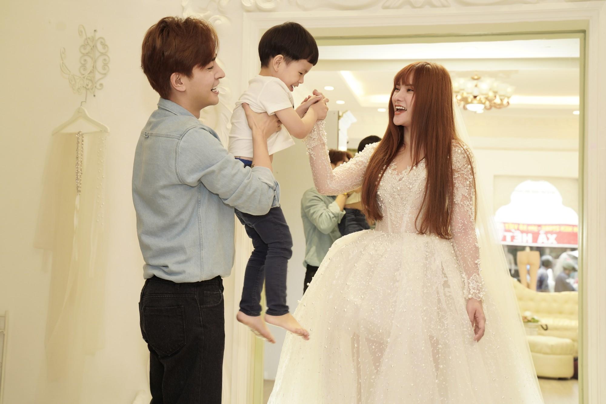 Thu Thủy chọn váy cưới rộng, khéo léo che chắn vòng 2 giữa tin đồn cưới chạy bầu - Ảnh 4.