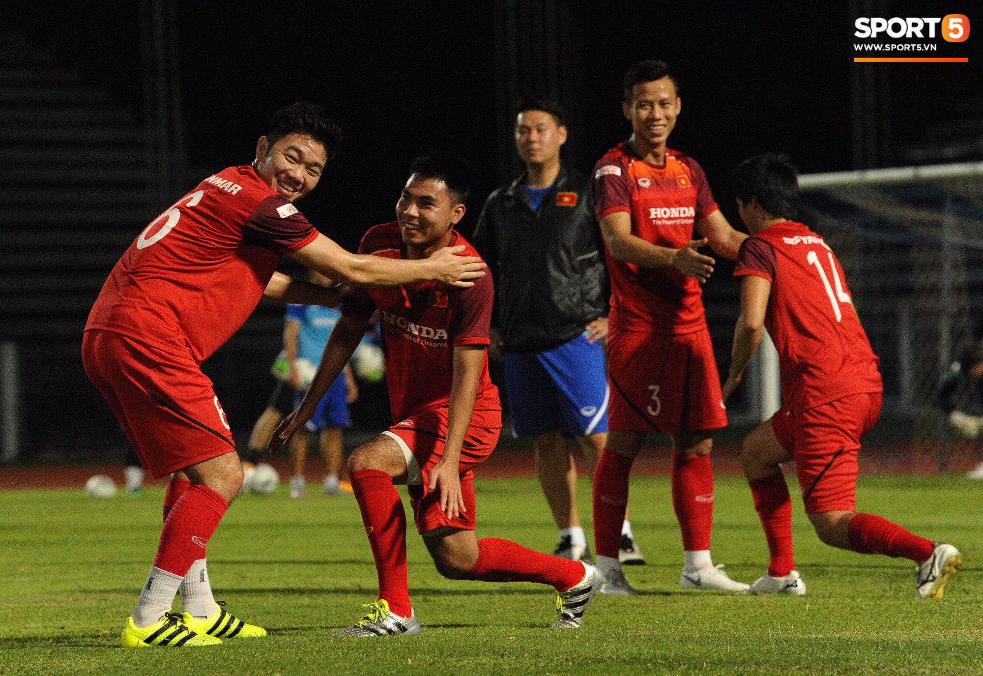Xuân Trường táng Đức Huy không trượt phát nào trong buổi tập trước trận gặp Thái Lan - Ảnh 6.