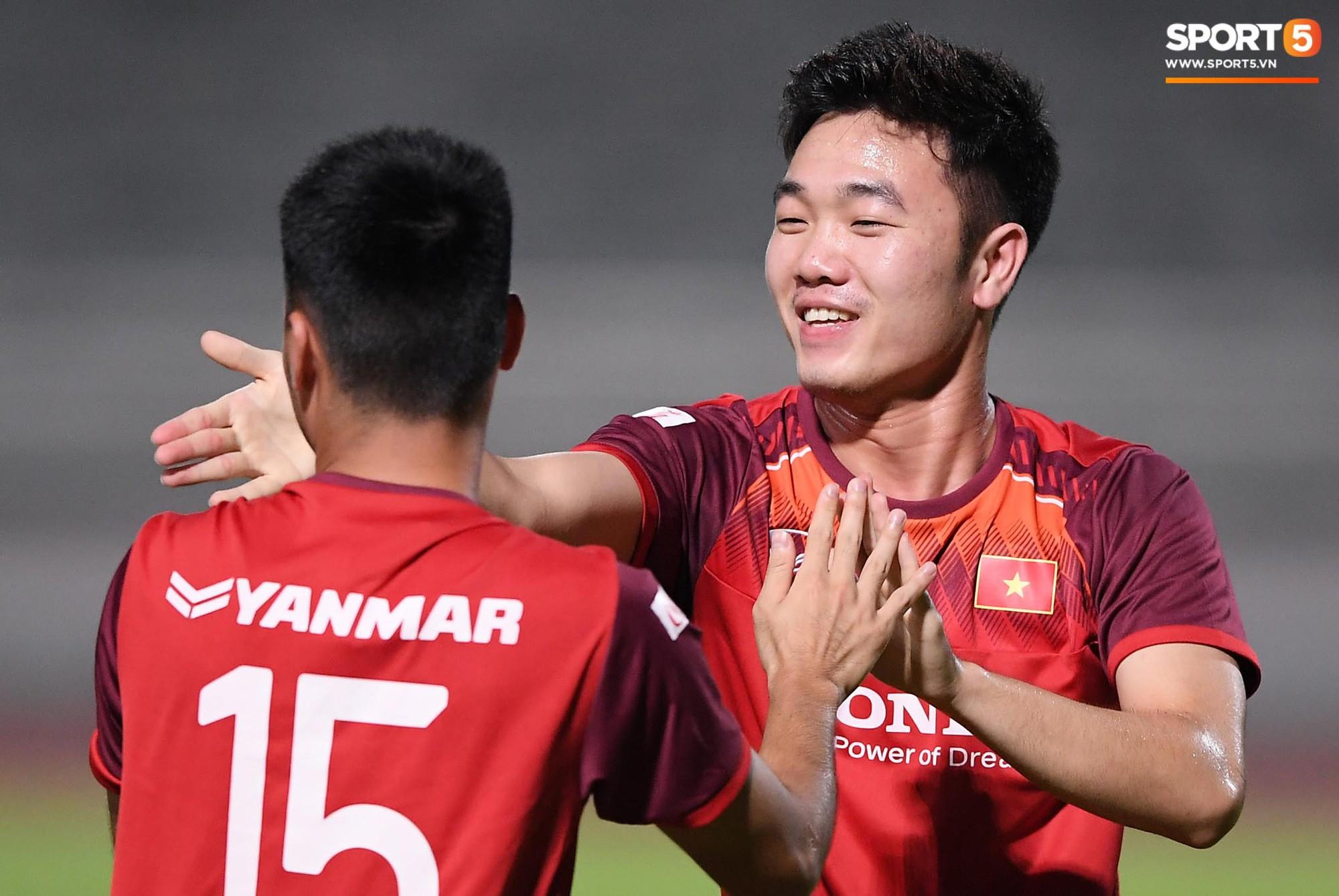 Xuân Trường táng Đức Huy không trượt phát nào trong buổi tập trước trận gặp Thái Lan - Ảnh 3.